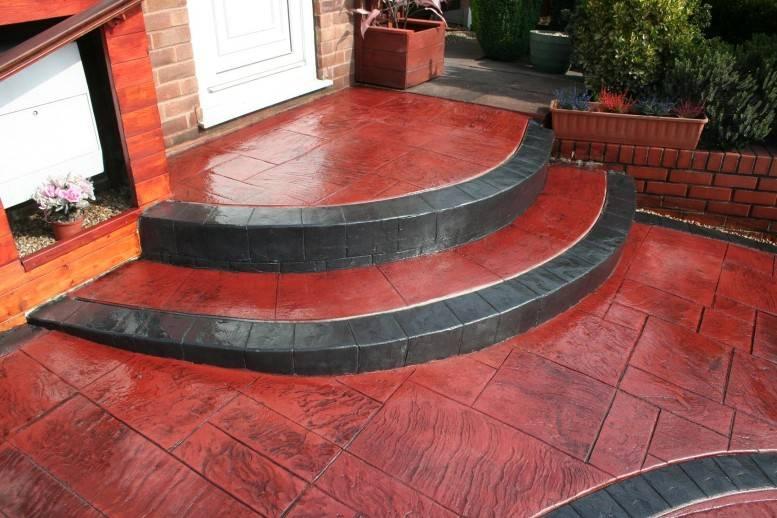 beton imprime couleur rouge